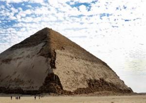 「2つの傾斜をもつ~屈折ピラミッド」 藤井 省